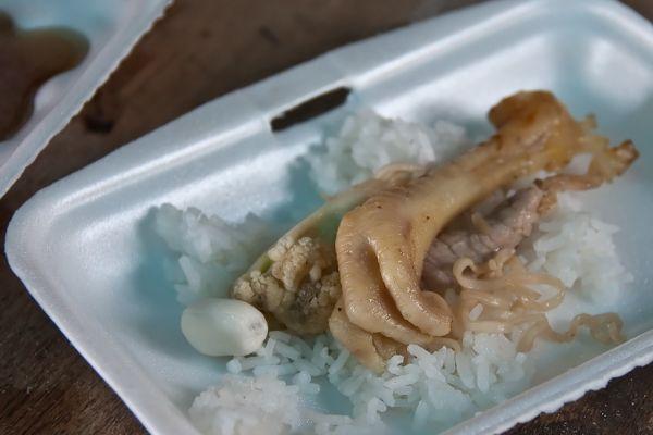 Chicken's feet • A tasty meal