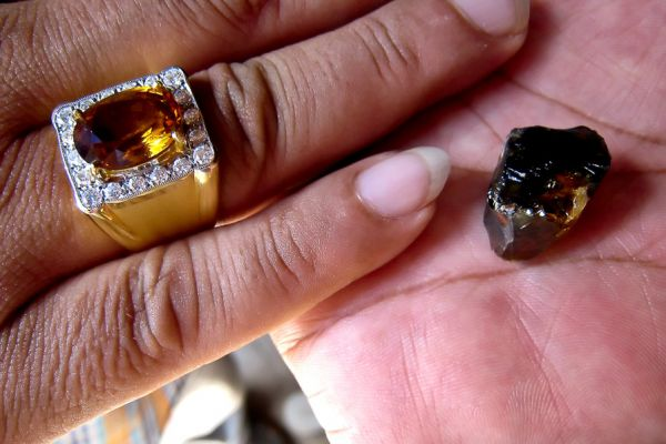 thailand-sapphire-11-2008-046-edit3A393EF6-48C2-D8CC-DD61-94402443522A.jpg