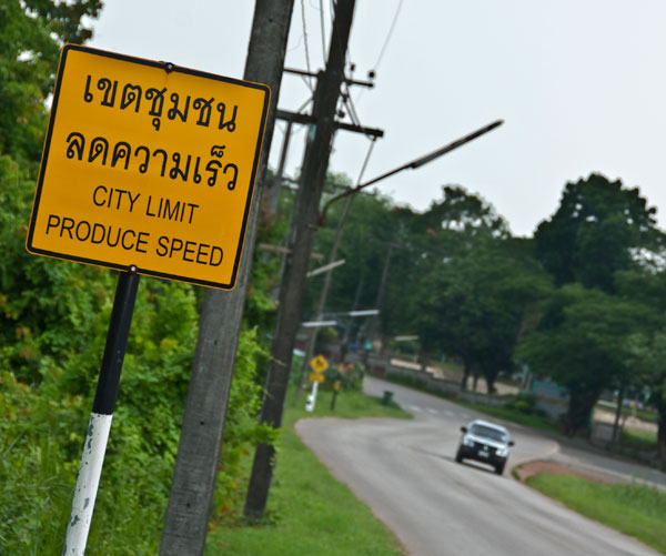Road sign in Bo Rai