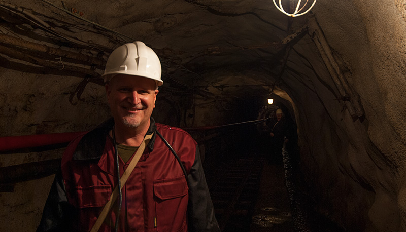 Richard Hughes down the rabbit hole in Russia's Malysheva emerald mine, July 2006. Photo: Richard W. Hughes